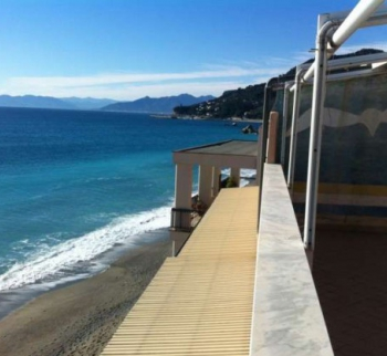 Apartments for sale in Liguria with a private beach