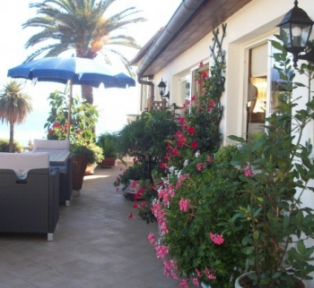 Buy an apartment - a studio with sea views in Riva Li ...