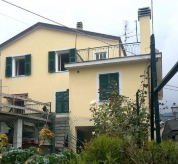 Inexpensive house in Ne, Liguria