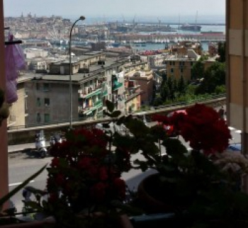 Apartment overlooking the port in Genoa