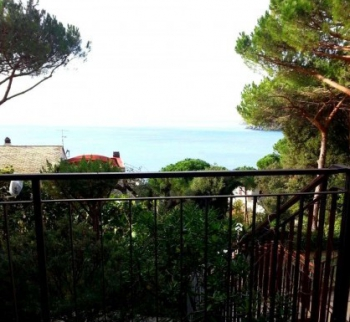 Apartment with sea view in Moneglia