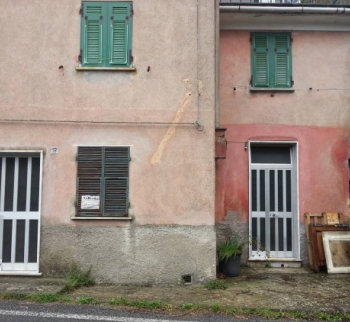 Cheap apartment in Montoggio