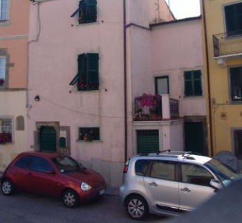House with garden in Beverino