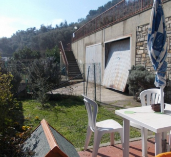 Apartment with a garden in Diano Arentino