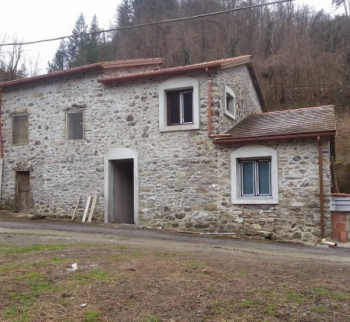 Buy a house in Ferriere, Liguria