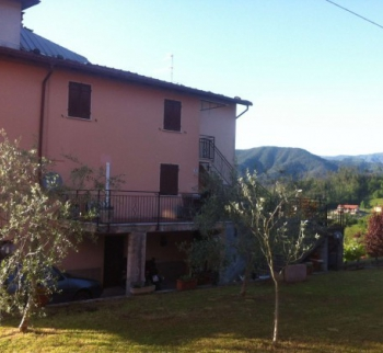 Two-bedroom house in Beverino