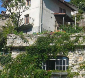 Cheap two-storey house in Valbrevenna