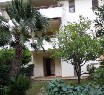 One bedroom apartment with a garden in San Remo