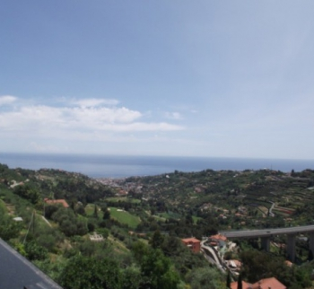 Rent a villa with two apartments in San Remo