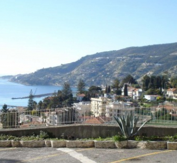 Apartments for rent by the sea in Ospedaletti