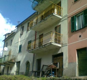 Three-storey house in Bortsonasca