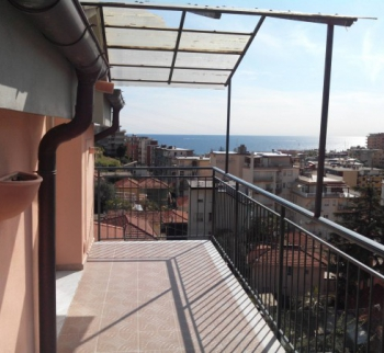 Rent an apartment with sea views in San Remo