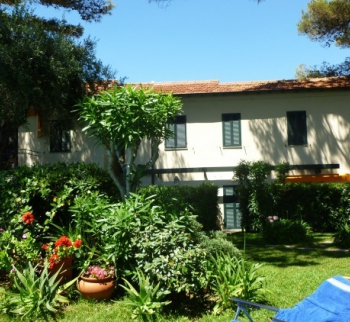 Apartment in a villa with a pool in San Remo
