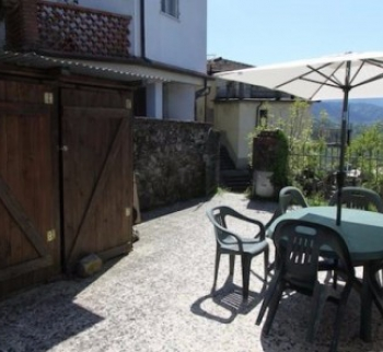 House with mountain views in Beverino