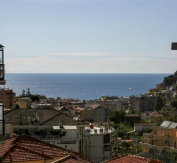 Apartment overlooking the sea and the city of Sanremo