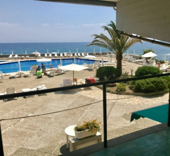 Apartment with private beach and pool in San Remo