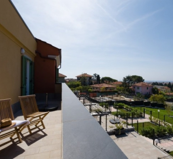 Apartment with panoramic sea views in Diano Mar ...