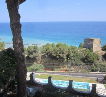 Villa by the sea in Armaggio Taj