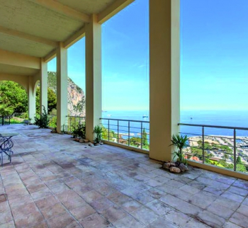Apartment in a villa with sea views in Beaulieu-su...