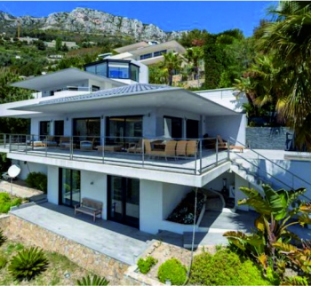 Villa with pool and stunning sea views in Eze