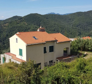 House with mountain views in Vezzi Portio