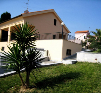 New villa with sea views in Loano