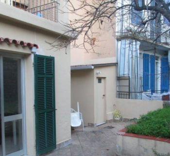 Apartment with a garden in San Remo