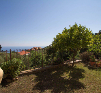 Apartment in Chipressa with sea view