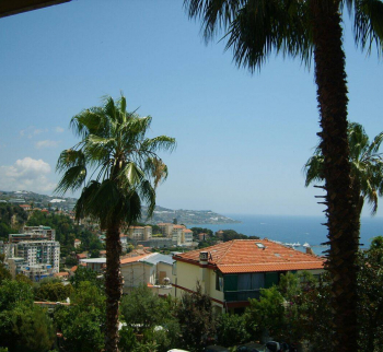 Accommodation in Sanremo with sea view