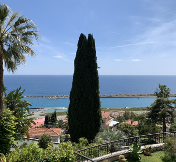 Rent an apartment in Italy by the sea in Ospedaletti