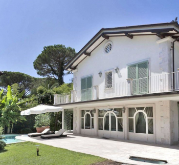 Villa by the sea in Forte dei Marmi