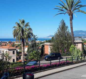 Apartment with pool and sea view in Bordighera