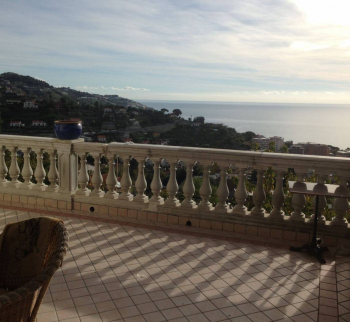 Villa 500 m2 with sea view in Sanremo