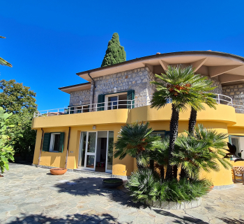 Villa in Bordighera with sea and Monaco views
