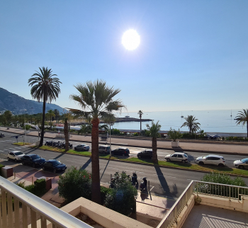 Apartment in Menton first line