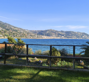 Apartment by the sea in Bordighera with parking