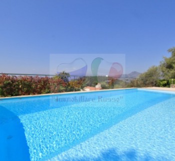 Nice villa for sale with pool in France