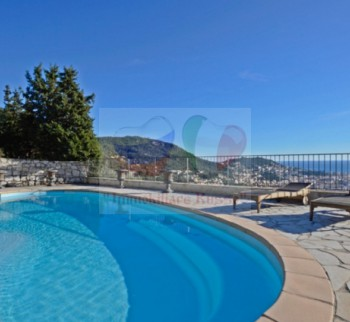 Buy a nice villa in Nice with a pool