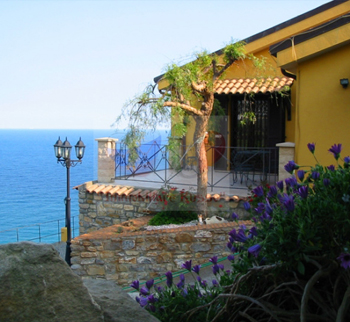 Buy a villa by the sea of Italy in San Remo