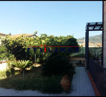 House with garden in Castelnuovo Magra