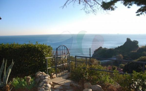 Buy a villa near the sea in Celle Ligure, Liguria