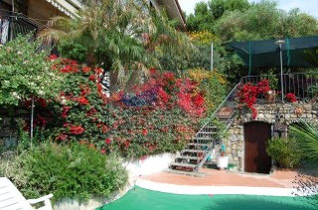 Buy an apartment with a garden and sea views in Liguria