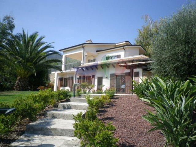 Villa in Solaro Italy :: House to buy in Liguria